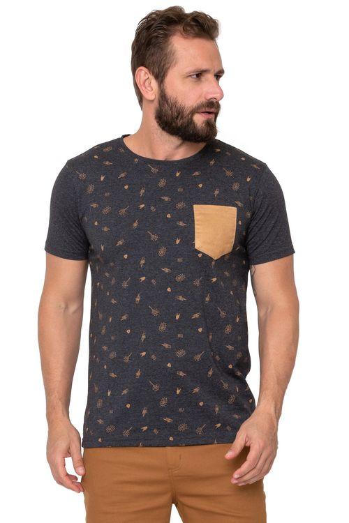 Camiseta Masculina Estampada com Bolso Suede